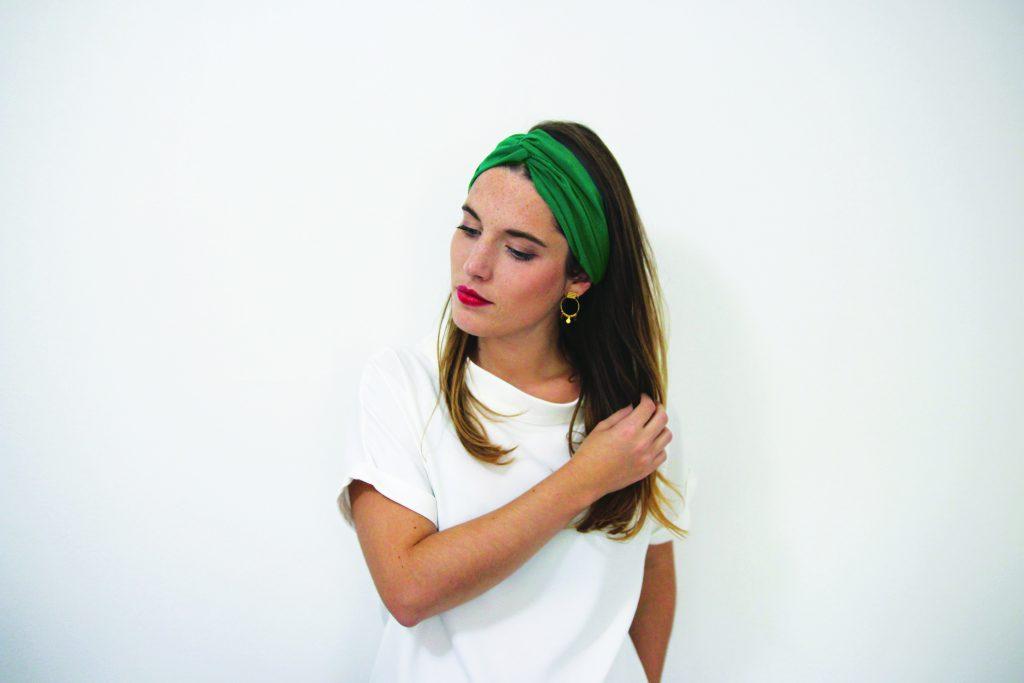 Idée de coiffures avec un headband : le bandeau