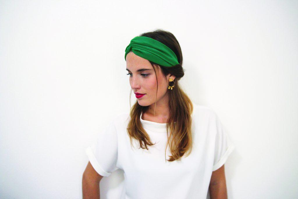 idée de coiffure avec un headband : la torsade