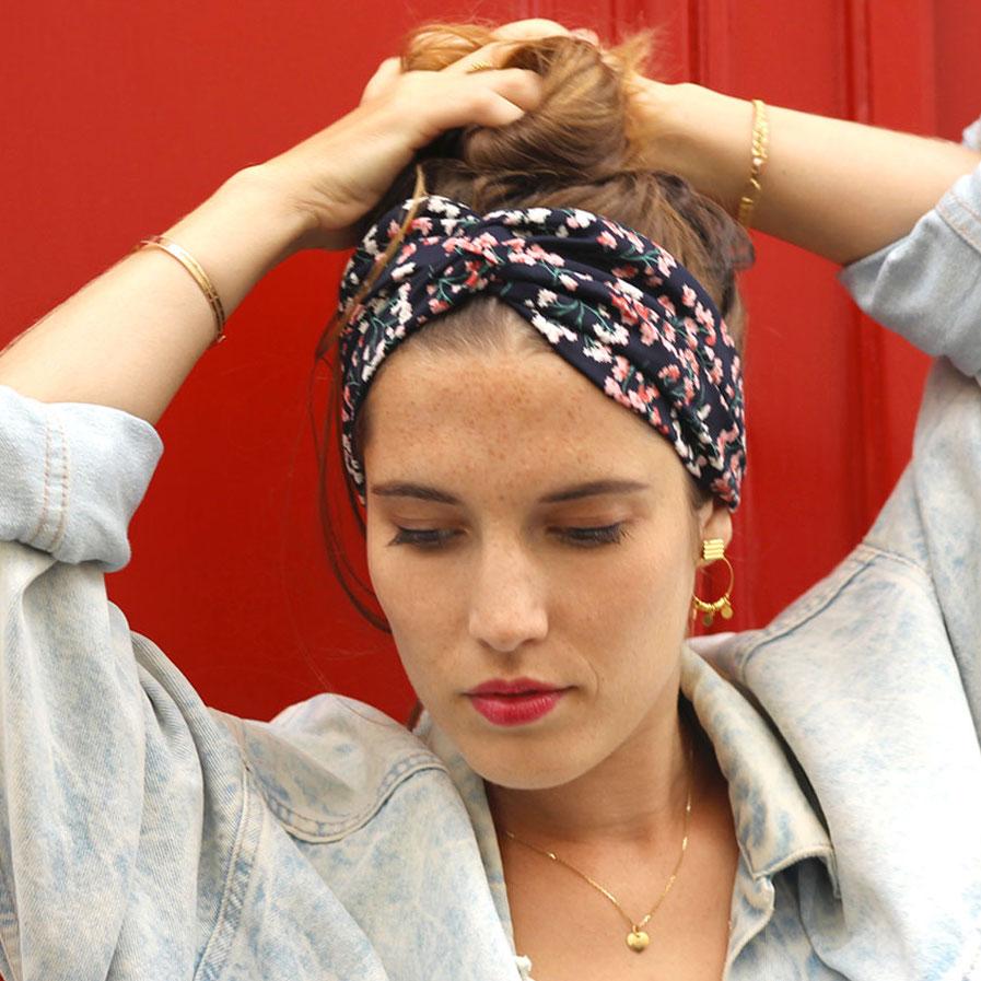 idées de coiffures avec un bandeau pour cheveux
